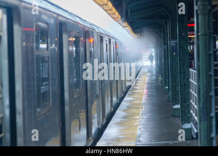 New York, USA. 09th Feb, 2017. A Flushing Line train at the Queensboro Plaza station in New York during the city's - Stock Photo