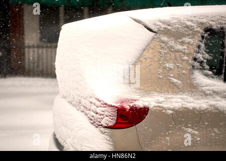Brooklyn, New York City, USA. 9th Feb, 2017.  SUV is covered by snow dumped by snow storm Niko February 9th, 2017. - Stock Photo