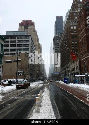 New York, USA. 09th Feb, 2017. Snowstorm in New York. Credit: Zsofia Magdolna Rupnik/Alamy Live News - Stock Photo