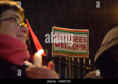 London, UK. 10th February, 2016. Campaigners during a vigil for child refugess out side Downing street demand that - Stock Photo