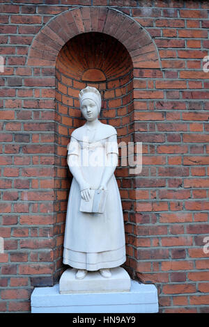 Figures at St. Botolph Without Bishopsgate Church & Church Hall near Liverpool Street Station in London EC2M UK - Stock Photo