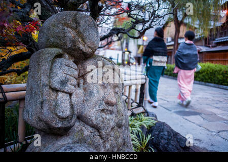 Sculpture, in Shirakawa-minami-dori, Gion district, Kyoto. Kansai, Japan. - Stock Photo