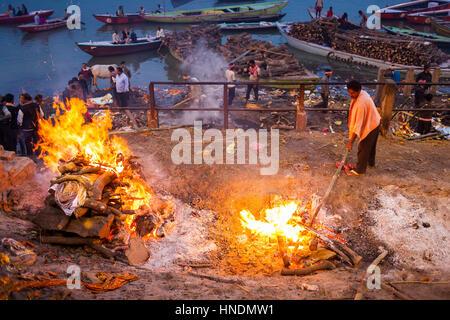 Cremation of bodies, in Manikarnika Ghat, the burning ghat, on the banks of Ganges river, Varanasi, Uttar Pradesh, - Stock Photo