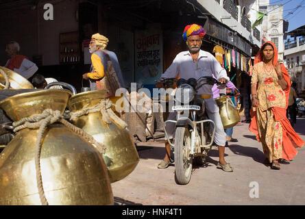 Street scene,milkman,motorcycle, motorbike, pushkar, rajasthan, india - Stock Photo