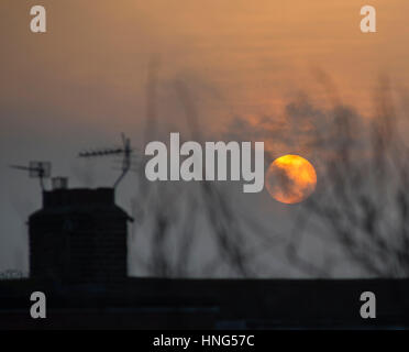 Wimbledon, London, UK. 13th Feb, 2017. After a grey and cold weekend the sun finally emerges from clouds at rush - Stock Photo