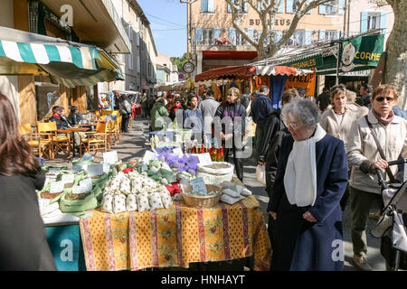 weekly market in Vaison-la-Romaine, Vaucluse, Provence-Alpes-Côte d'Azur, Frankreich, Europe - Stock Photo