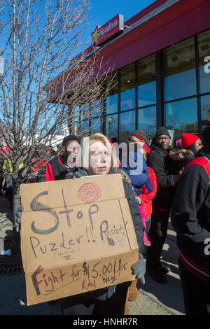 Hazel Park, Michigan, USA. 13th Feb, 2017. Fast food workers and their supporters picket a Hardee's restaurant to - Stock Photo