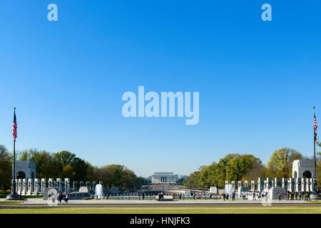 The National World War II Memorial with the Lincoln Memorial in the distance, National Mall, Washington DC, USA - Stock Photo
