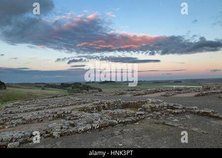 Hadrian's Wall, Housesteads Roman Fort: the view across the remains of a Barrack building (Barrack 13) looking south - Stock Photo
