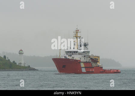 Canadian Coast Guard Icebreaker Ship Quot Sir Wilfrid Laurier Quot Traveling Stock Photo 93373625 Alamy