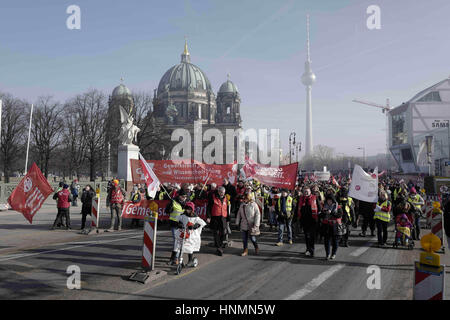 Berlin, Berlin, Germany. 14th Feb, 2017. Around 6000 employees in the public service demonstrate rally Berlin for - Stock Photo
