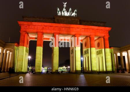 Impressionen: das Brandenburger Tor wird dieses mal in den deutschen Nationalfarben beleuchtet: Illuminierung des - Stock Photo