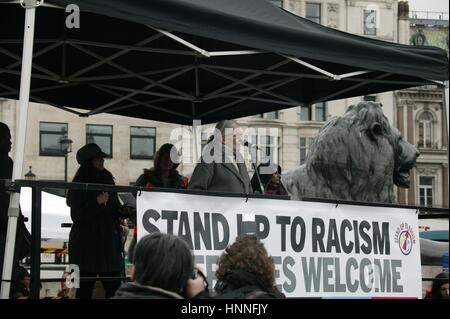 Vanessa Redgrave Gives speech at the Refugees Welcome demo in London - Stock Photo