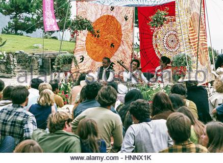 Pandit Ravi Shankar tunes tamboura for accompanist, Kamala Chakravarty, as tabla maestro Ustad Alla Rakha waits - Stock Photo