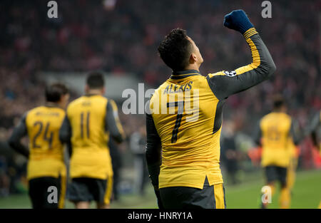 Munich, Germany. 15th Feb, 2017. Arsenal's striker Alexis Sanchez celebrates after hitting the back of the net and - Stock Photo