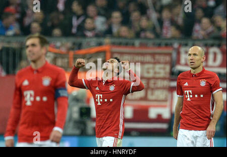 Munich, Germany. 15th Feb, 2017. Munich's Thiago (C) celebrates after hitting the back of the net and giving his - Stock Photo