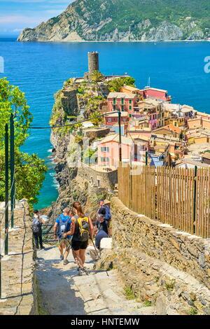 Tourists hiking trail to Vernazza, Cinque Terre, Liguria, Italy - Stock Photo