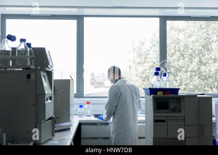 Scientist working in crystal engineering research laboratory - Stock Photo