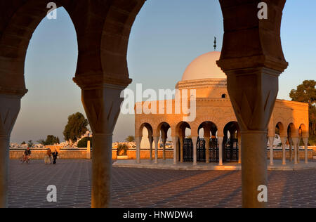 Tomb at entrance to bourguiba mausoleum, Tunez: Monastir - Stock Photo