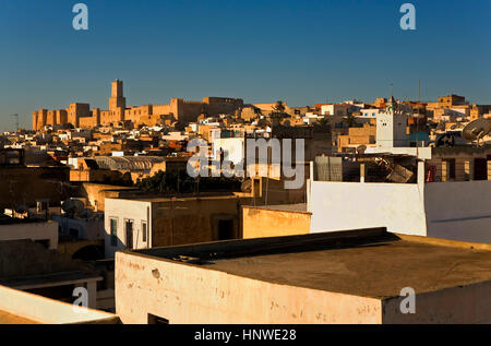 Tunez: Sousse.Roofs of the medina, in background at left the Kasbah - Stock Photo