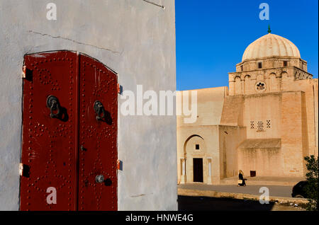 Tunez: Kairouan. Medina.Rue Ali Bey - Stock Photo