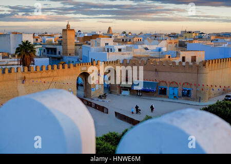 Tunez: Kairouan.Medina. Ramparts of the medina in place du el Bejaoui - Stock Photo