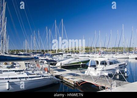 Segelboote am Hafen, Sibenik, Dalmatien, Kroatien - sailboats at port, Croatia - Stock Photo