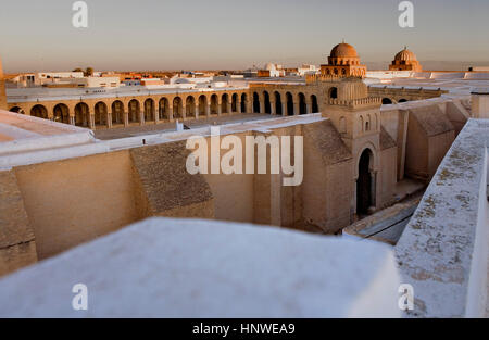 Tunez: Kairouan.The Great Mosque. Mosquee founded by Sidi Uqba in the VIth century is the most ancient place of - Stock Photo