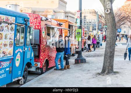 WASHINGTON, DC, USA - Food trucks and people on the National Mall ...