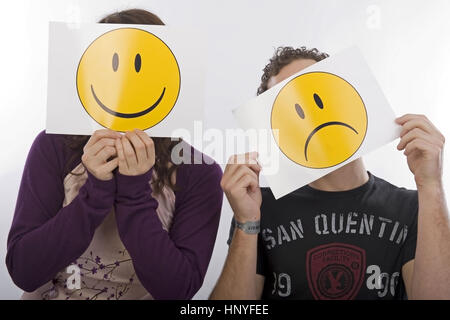 Model release , Frau und Mann mit lachendem und traurigem Smiley - man and woman with laughing an sadly smiley - Stock Photo