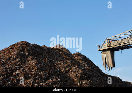 processing ferrous metals at metal recycling plant liverpool uk - Stock Photo