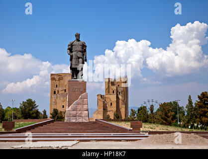 Statue of Timur and ruins of Ak-Saray palace in Shahrisabz, Uzbekistan - Stock Photo