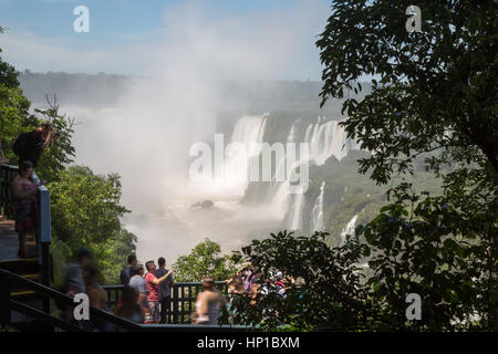 Foz do Iguaçu, Brazil. 16th February, 2017. View of visitors on 'Trilha das Cataratas' (The Path of the Falls) trail - Stock Photo