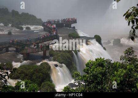 Foz do Iguaçu, Brazil. 16th February, 2017. View of visitors on 'Garganta do Diabo' (Devil's Throat) walkway during - Stock Photo