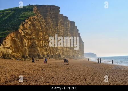 West Bay, Dorset, UK. 18 February 2017. Half term ends and the crowds leave the Dorset coast but the sunshine and - Stock Photo
