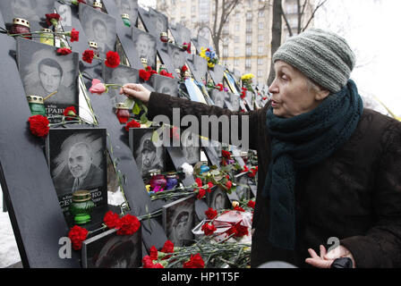 Kiev, Ukraine. 18th Feb, 2017. Ukrainian woman lays flowers during the mourning ceremony in front the memorial for - Stock Photo