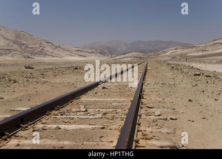 Bahngleise in der Atacama-Wueste, Chile, Suedamerika - railroad in Atacama Desert, Chile, South America - Stock Photo