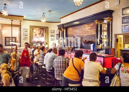 Floridita Bar, Hemingway's favorite bar in Old Havana, Habana Vieja, La Habana, Cuba - Stock Photo