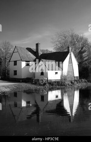 Willy Lotts Cottage, river Stour, Flatford Mill, Suffolk County, England Famous for use in John Constables painting - Stock Photo