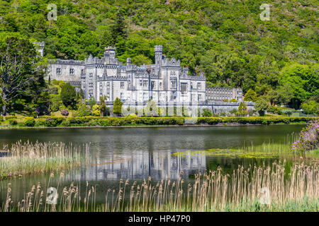 Kylemore Abbey a Benedictine monastery founded in 1920 on the grounds of Kylemore Castle, Connemara, County Galway, - Stock Photo