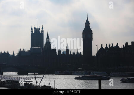 South Bank, London. Uk 18 Feb 2017 - People enjoy the mild temperatures along the South Bank. Credit: Dinendra Haria/Alamy - Stock Photo