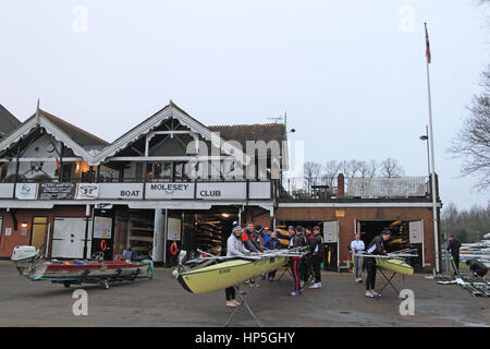 London, UK. 18th February, 2017. Members of Molesey Boat Club prepare for early-morning training, 18 February 2017. - Stock Photo