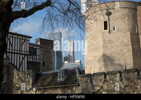 London, UK. 18th February 2017. Blue skies over London. © Keith Larby/Alamy Live News - Stock Photo