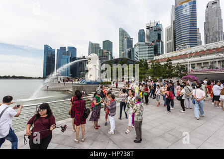 SINGAPORE, SINGAPORE - SEPTEMBER 21, 2016: Tourists take photos in front of the Singapore famous skyline and the - Stock Photo