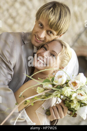 Brautpaar, umarmen sich (model-released) - Stock Photo