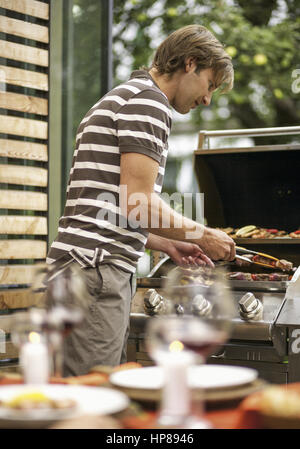 Model Release , Mann Beim Grillen   Barbecue; Mann Beim Grillen Auf Terrasse  (model Released)   Stock Photo