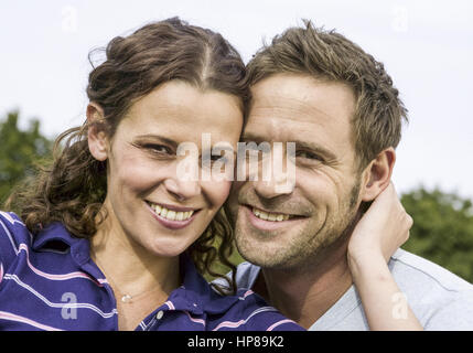 Paar, Koepfe zusammen, Portraet (model-released) - Stock Photo