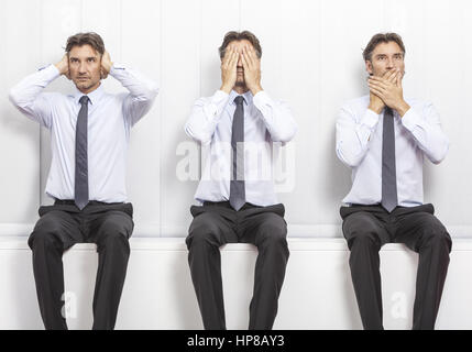 Mann gestikuliert, nichts hoeren, nichts sehen, nichts sagen (model-released) - Stock Photo