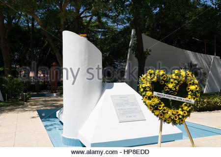 Eternal flame on the tomb of Tomas Borge with wreath in front  from last wife and three children. - Stock Photo