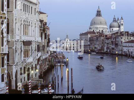 Venedig, Canal Grande mit Santa Maria della Salute , Italien - Stock Photo